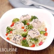 Quinoa mit Lachswürfeln